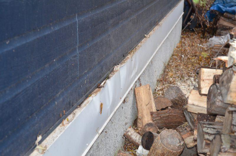 Les billots de bois ont atteint la devanture de la maison du résident.. | TC Média - Sarah-Eve Charland
