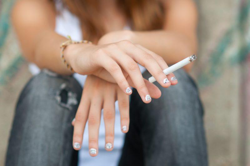 Consulter un centre d'abandon du tabac double les chances d'arrêter de fumer, selon Martine Angers. | depositphotos.com