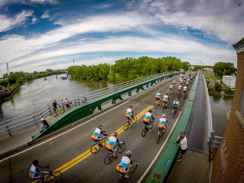 L'accueil des cyclistes a été chaleureux à Sorel-Tracy. | Photo: TC Média - Pascal Cournoyer