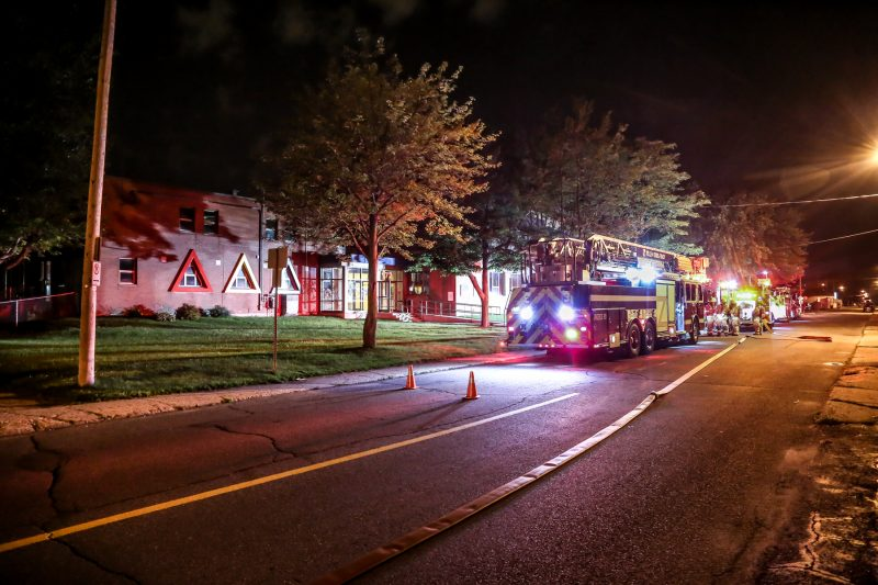 Les pompiers de Sorel-Tracy sont intervenus rapidement à l'école Maria-Goretti, sur la rue Guèvremont, tard lundi soir. | Pascal Cournoyer