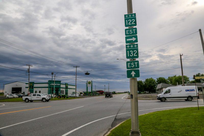 L'intersection des routes 122 et 132, plus communément appelée le « flasheur », est considérée dangereuse par les citoyens du secteur. |  © Pascal Cournoyer