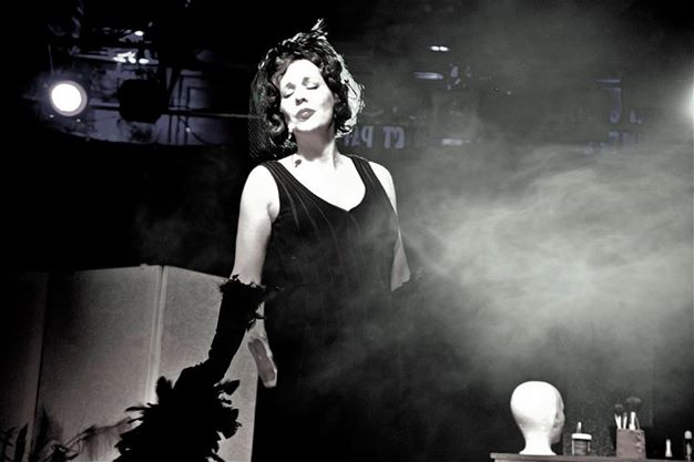 La chanteuse et comédienne Martine Pothier présentera pour une dernière fois avant longtemps sa revue cabaret Elles au Marine Cabaret le 29 août avant d'entrer au Casino de Montréal. | Photo: Gracieuseté