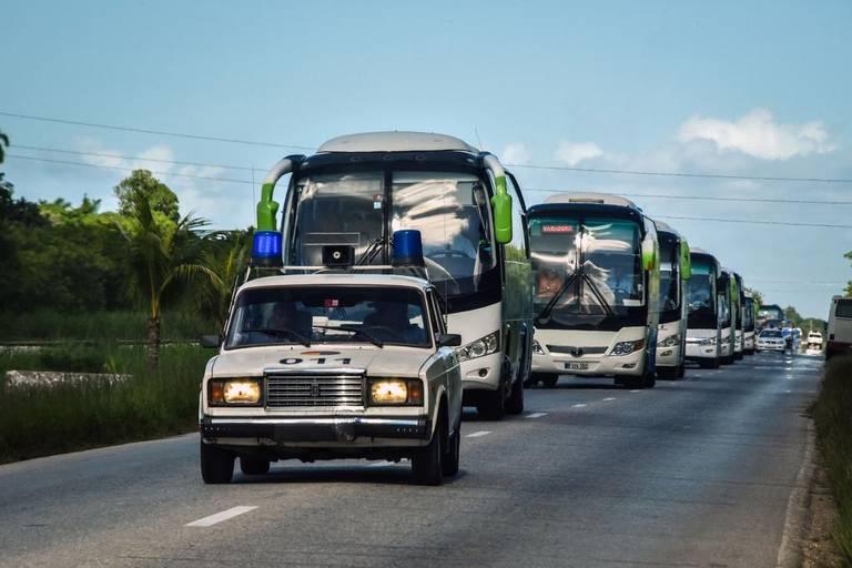Un convoi de 16 autobus a transporté les touristes de Cayo Coco à Varadero. Un voyage de neuf heures. | Gracieuseté
