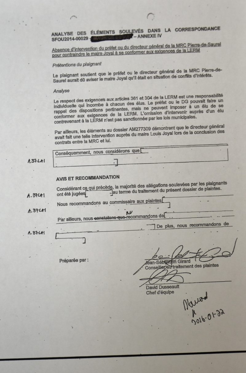 Plusieurs pages du rapport de l'analyse de la deuxième plainte sont cachetées et en partie inutilisables. | Photo: TC Média – Julie Lambert