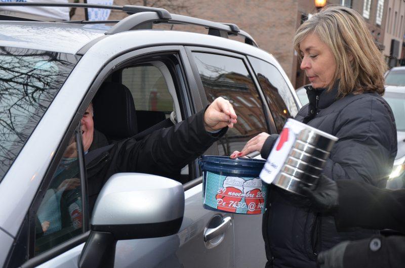 L'équipe des journaux La Voix et Les 2 Rives a participé à la guignolée de la Chambre de commerce de Sorel-Tracy. | TC Média - Sarah-Eve Charland