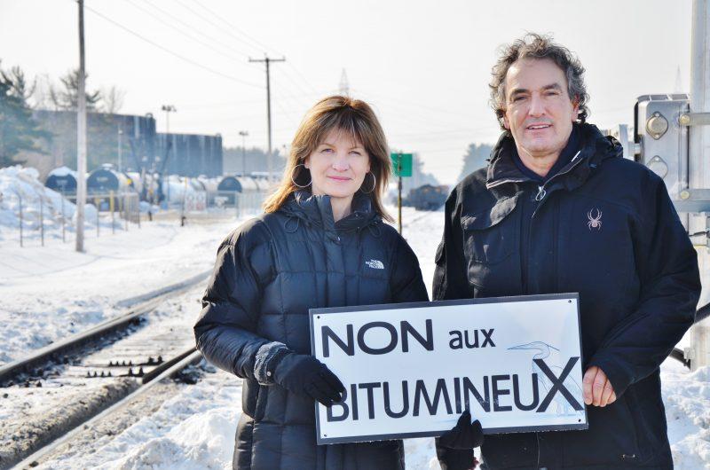 Andrée Chartier et Denis Robillard sont des membres actifs du Regroupement contre le bitumineux et pour le développement durable | Photo: TC Média - Julie Lambert