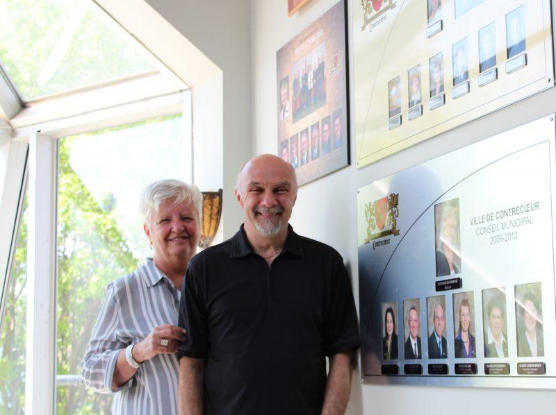 La mairesse de Contrecœur, Suzanne Dansereau, ainsi que le nouveau retraité, Yves Beaulieu. | Photo: Gracieuseté