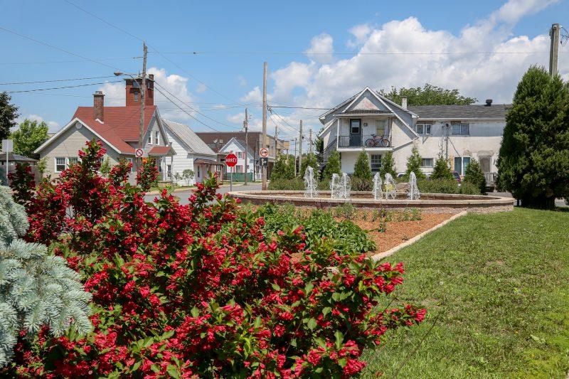 Depuis 2009, Saint-Josephg s,affaire à embellir ses rues et parcs. | TC Média - Pascal Cournoyer
