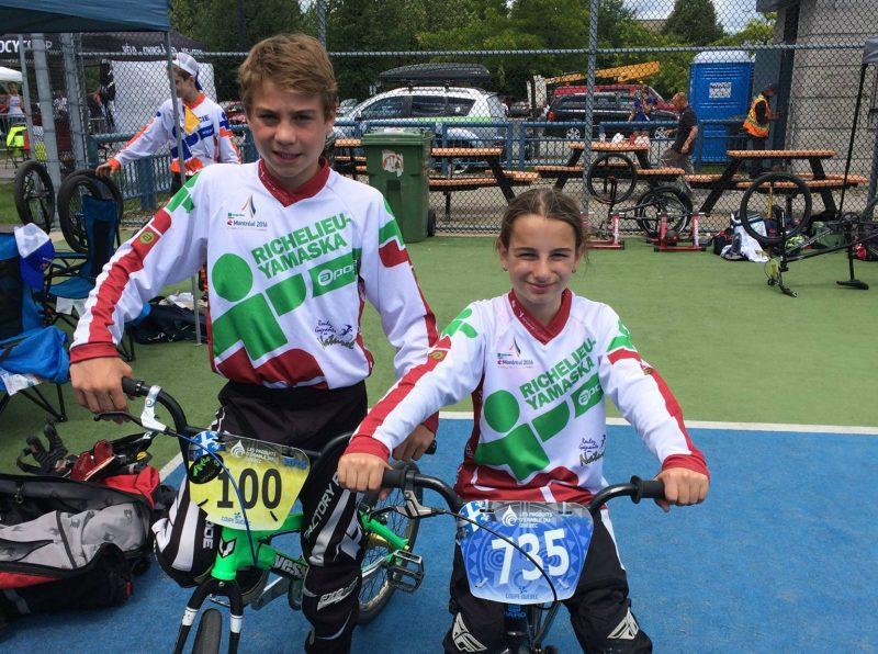 Edouard Proulx et Emy Poirier ont remporté le bronze en relais par équipe à l'épreuve de BMX. | Photo : tirée de Facebook