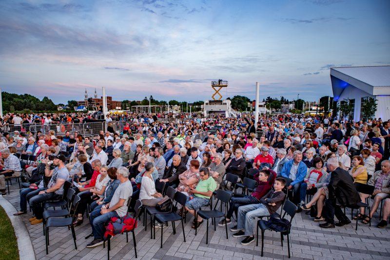 Le spectacle du Grand 375 animé par Alain Dumas et les feux d'artifice ont attiré entre 10 000 et 15 000 personnes au quai Catherine-Legardeur, le 17 juin à Sorel-Tracy. | TC Média - Pascal Gagnon, PG PhotoGraphePascal Gagnon