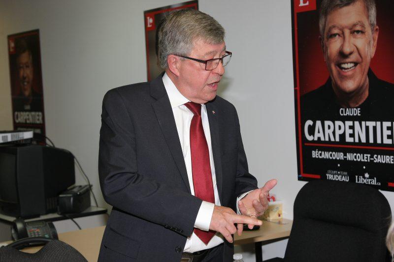 Claude Carpentier, à son local électoral, avant le dévoilement des résultats.   TC Média - Pascal Cournoyer