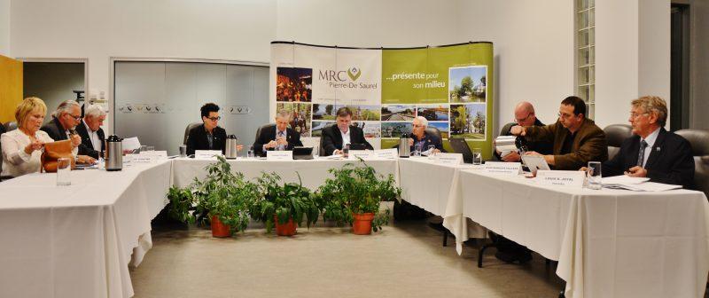 Les maires de la MRC Pierre-De Saurel réclament que les gouvernements subventionnent les municipalités qui longent le fleuve Saint-Laurent entre Montréal et Trois-Rivières pour qu'elles épurent leurs eaux usées.   TC Média - Archives