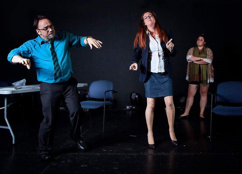 L'heure est toujours à la rigolade au bureau du psychanalyste Dr Beaubois (Claude Cournoyer) et son assistante (Véronique Marchand). | Photo: Gracieuseté