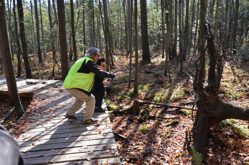 Le guide, André Laliberté, offre aux randonneurs de visiter le parc en découvrant la faune et la flore. | Photos par TC Média - Sarah-Eve Charland