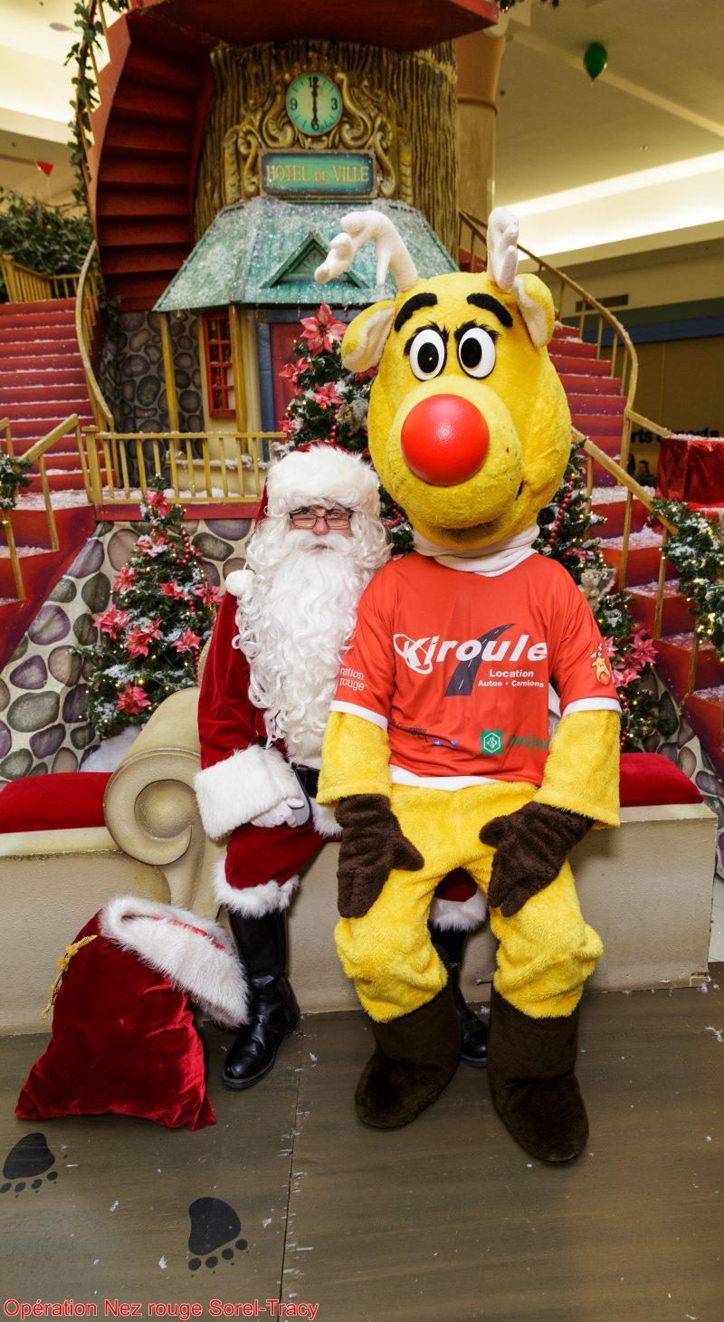 Le Père Noël et Nez Rouge font à nouveau équipe cette année. |  © Opération Nez rouge Sorel-Tracy