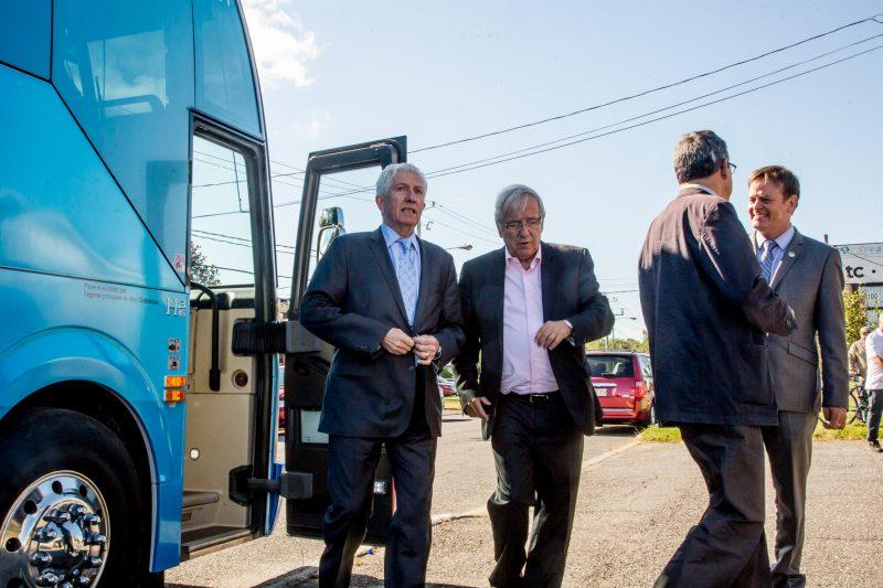Le chef du Bloc québécois, Gilles Duceppe, a é.té accueilli par le député bloquiste sortant , Louis Plamondon, à son arrivée à Sorel-Tracy. | Photo TC Média - Pascal Cournoyer