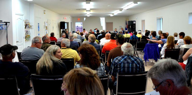La salle du centre communautaire était remplie à pleine capacité de citoyens opposés au projet Champag. | Photo: TC Media - Julie Lambert