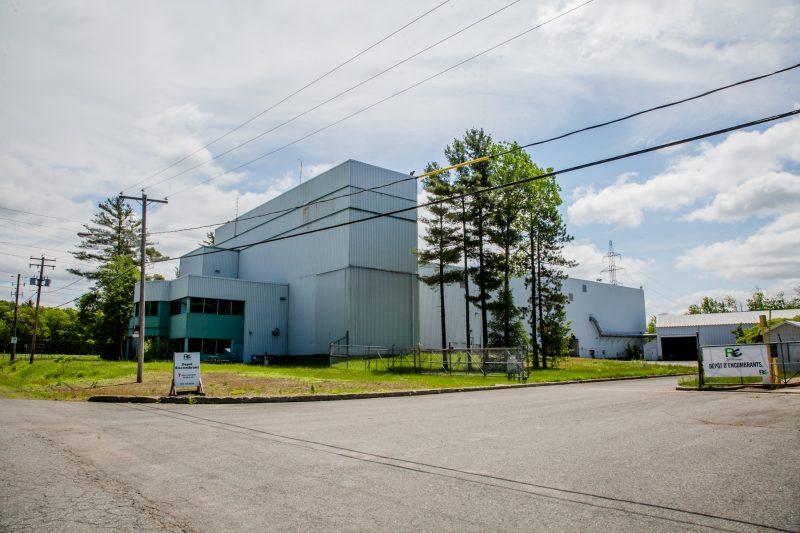 Un bâtiment adminiostratif sera construit pour l'écocentre régional situé sur le terrain à l'arrière de Recyclo-Environnement | Photo: TC Media – Archives/Pascal Cournoyer