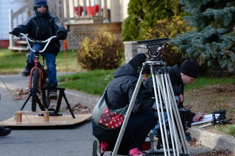Guillaume Venne (à droite) travaille depuis décembre dernier sur son court métrage Rêver ma vie. On le voit ici en pleine action, lors du tournage. | Pascal Cournoyer