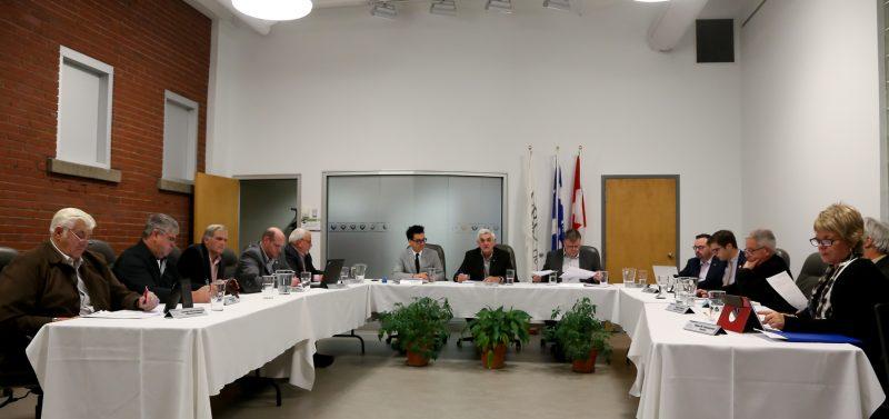 La table des maires de la MRC de Pierre-De Saurel a adopté son budget le 22 novembre. |  © Pascal Cournoyer