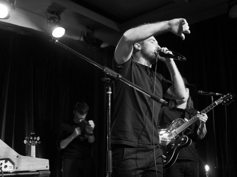 Charles Robert a lancé son nouvel album Sur le chemin le 15 mars dernier.