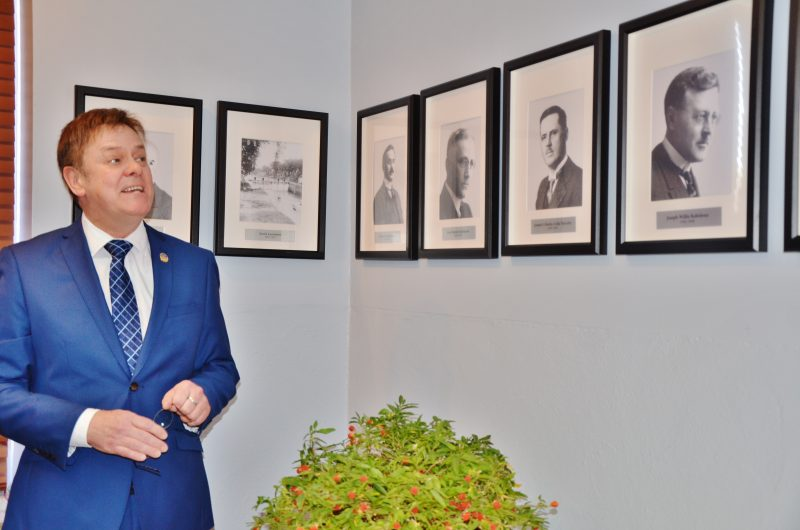 Une galerie des députés de Richelieu au fil des 150 dernières années a été inaugurée par l'actuel député de Richelieu, Sylvain Rochon. | TC Média - Julie Lambert