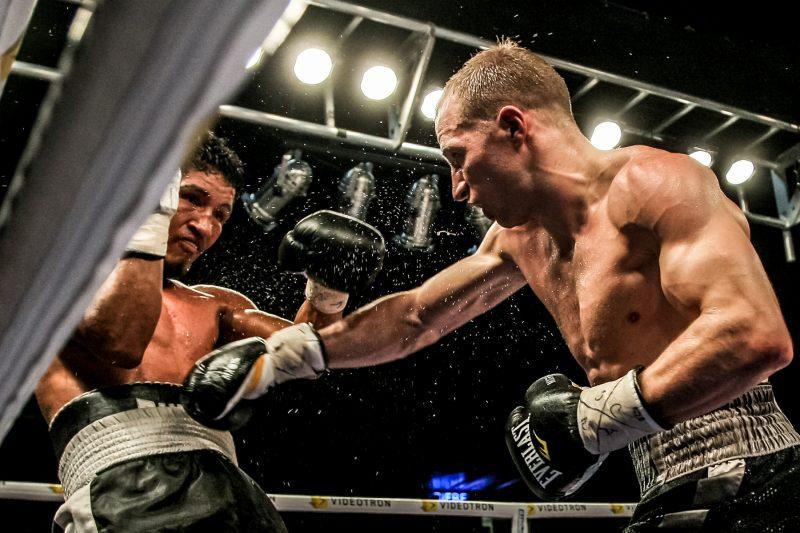 David Théroux a épaté la galerie au Colisée Cardin avec un TKO au 6e round. | Photo: TC Média - Pascal Cournoyer