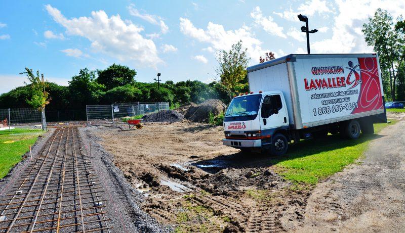 Le premier parc de jeux d'eau de Sorel-Tracy est en pleine construction et sera accessible dès la mi-août. | Photo: TC Média – Julie Lambert