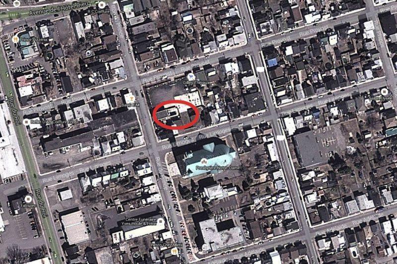 Le trait rouge encercle l'ensemble des propriétés cédées à la Ville. | Photo: TC Média - archives