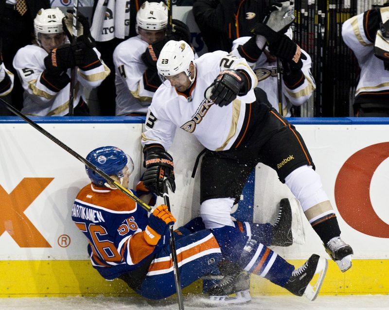 François Beauchemin a gagné la Coupe Stanley avec les Ducks d'Anaheim en 2007. | QMI Agency Edmonton Sun/Archives
