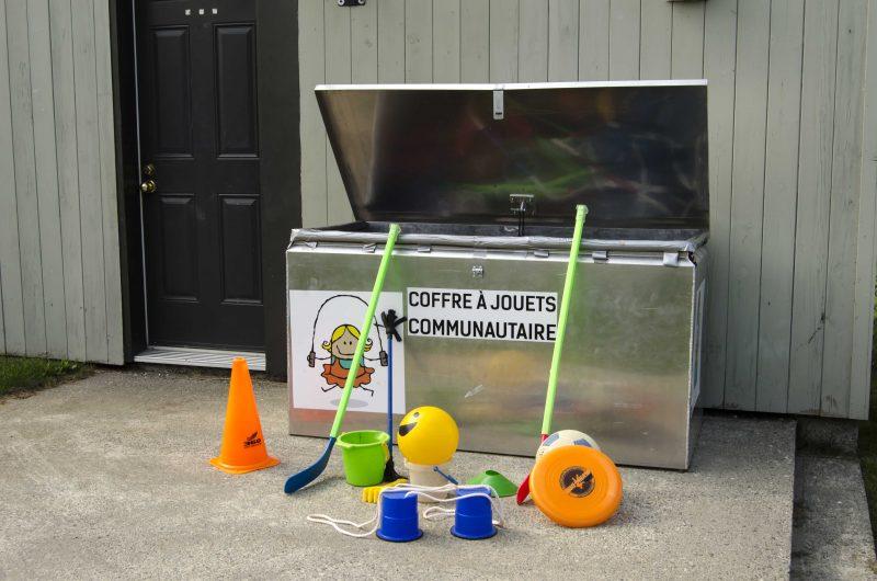 Ce coffre à jouets a été installé au parc de la mairie de Sainte-Anne-de-Sorel. | TC Média - Stéphane Martin