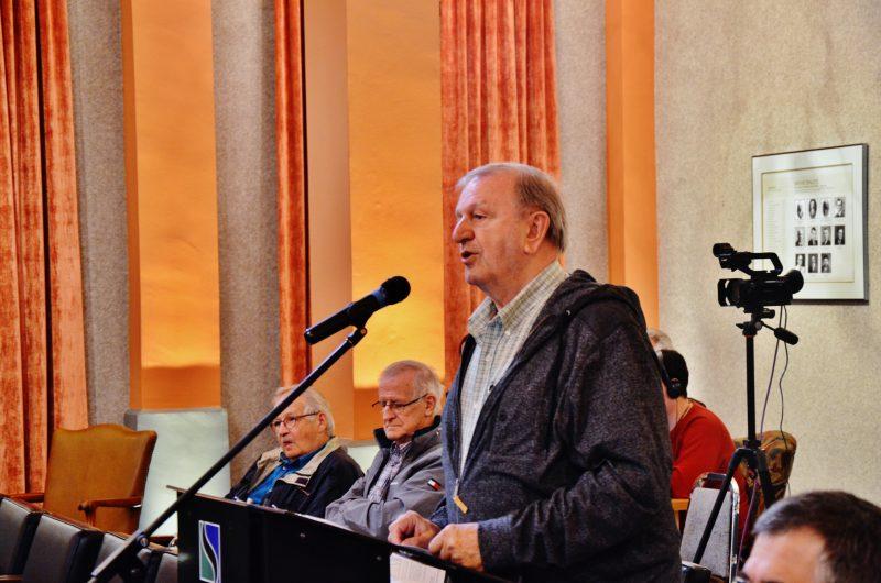 Claude Himbeault s'est présenté plusieurs fois aux assemblées publiques du conseil municipal pour poser des questions. Les réponses reçues ne l'ont guère satisfait. | Photo: TC Média - Pascal Cournoyer