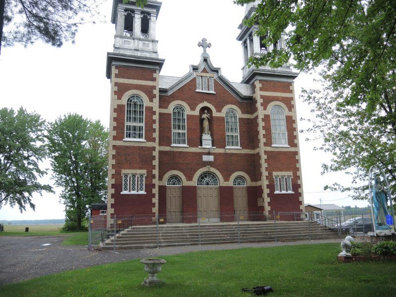 L'église est barricadée depuis octobre 2014 peu de temps après que des briques se soient détachées de la devanture du bâtiment. | TC Média - Sarah-Eve Charland