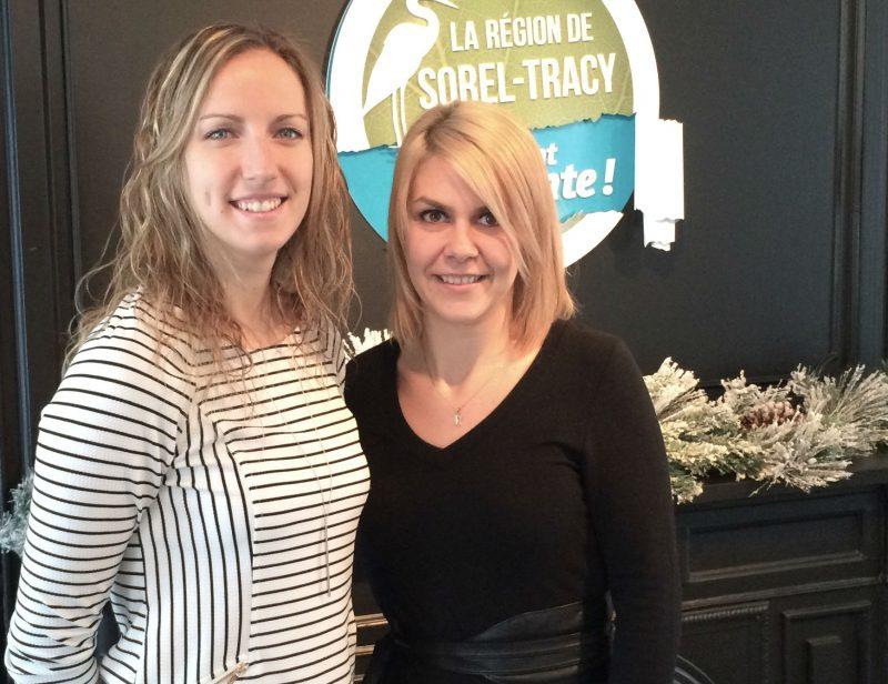 Marie-Claude Corbeil et Roxanne Dugas sont les deux employées dédiées à l'Office de tourisme de la région. | Photo  - Gracieuseté