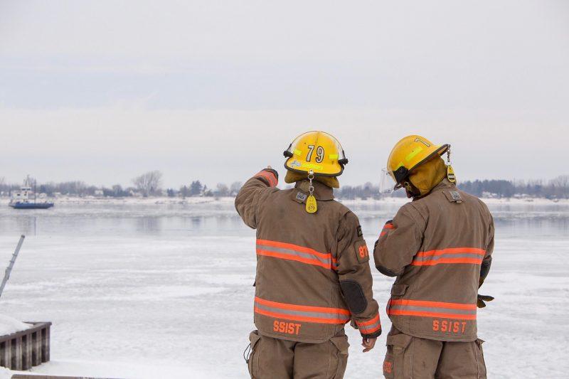 Les pompiers de Sorel-Tracy ont rapidement été déployés sur le fleuve pour sauver l'animal. | TC Média - Pascal Cournoyer