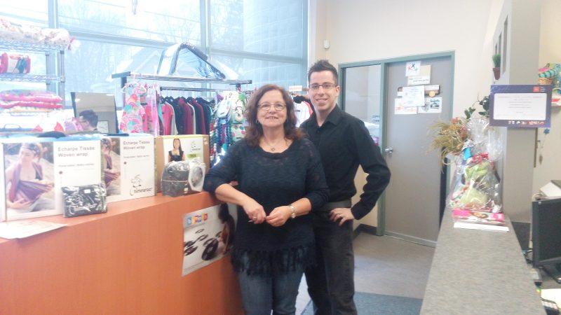 L'adjointe administrative, Madeleine Blais et l'agent à l'accueil, Martin Faucher, du Carrefour naissance-famille. | Gracieuseté