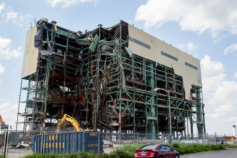 Le bâtiment de la centrale thermique disparaitra en septembre prochain tandis que le terrain sera prêt en2017. | Photo TC-Média - Pascal Cournoyer