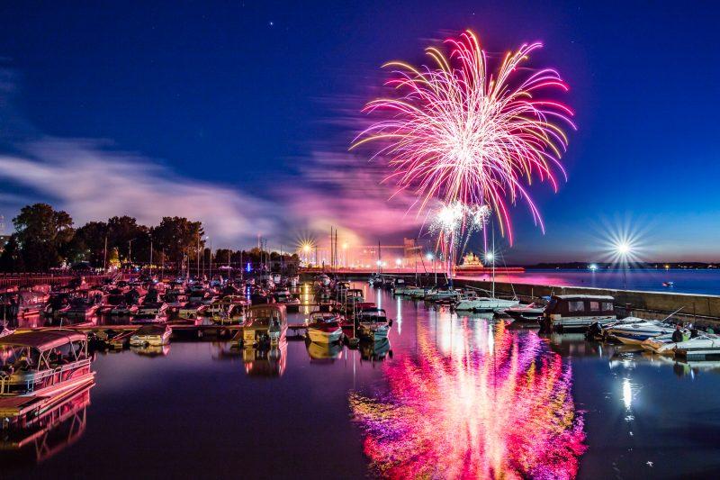 Les feux d'artifice seront au quai Catherine-Legardeur cette année et non au parc Regard-sur-le-Fleuve. | TC Média – Archives/Pascal Gagnon