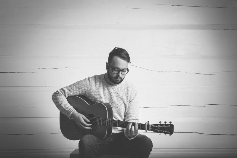 Jeffrey Piton offrira une performance musicale au parc Regard-sur-le-Fleuve ce soir, à 19h. | gracieuseté/Ville de Sorel-Tracy