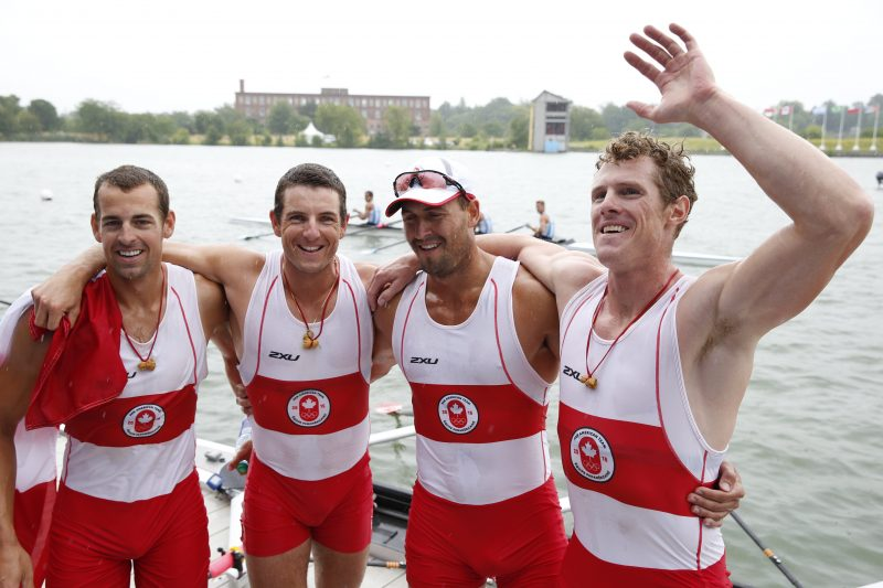 Julien Bahain (deuxième à partir de la gauche) avec son équipe. | Gracieuseté / Comité Olympique canadien
