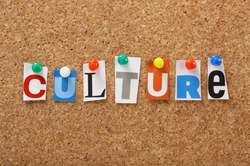 Tous les résidents de la MRC de Pierre-De Saurel sont invités à échanger à l'Hôtel de la Rive, le 20 septembre, à l'occasion d'un forum culturel. | Depositphotos.com