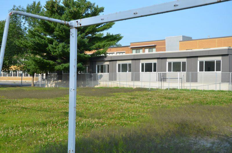 Quatre classes modulaires ont été installées pour accueillir des élèves à l'école Saint-Gabriel-Lalemant. | TC Media – Sarah-Eve Charland