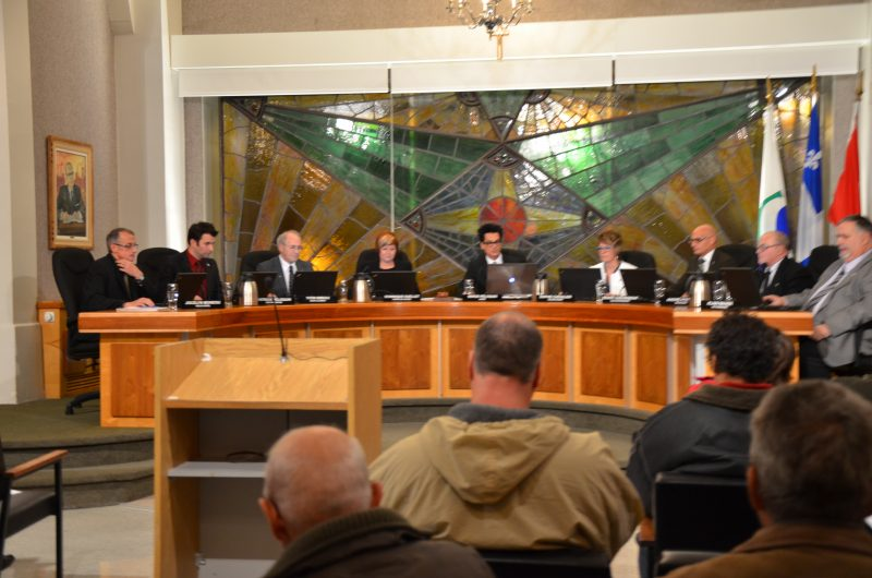 Le conseil municipal de Sorel-Tracy a majoritairement décidé que la Ville mandate un procureur pour plaider la cause du maire Serge Péloquin. | Photo TC Média - Archives/Julie Lambert