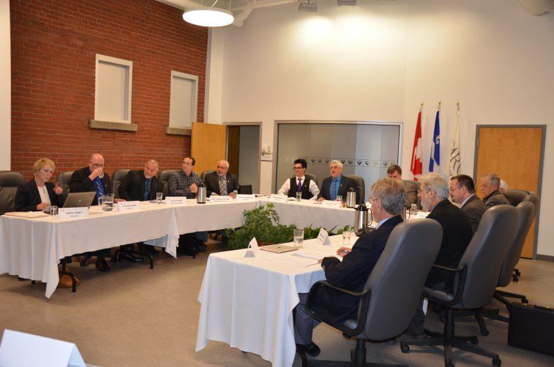 Les maires de la région réunis en assemblée régulière de la MRC de Pierre-De Saurel. | Photo: TC Média - archives