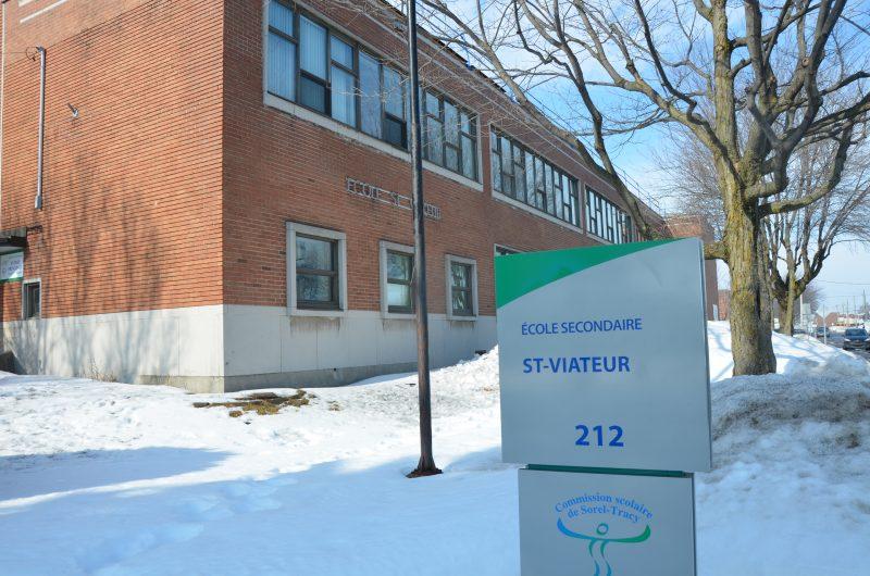 L'école Saint-Viateur se situe à l'intersection des rues Victoria et Guévremont, à Sorel-Tracy. | TC Média - Sarah-Eve Charland