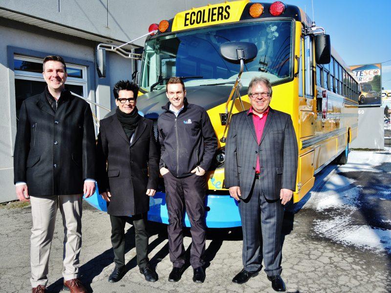 Le directeur général d'Autobus Intersco, David Poirier, le maire de Sorel-Tracy, Serge Péloquin, le directeur marketing d'Autobus Lion, Marc-André Pagé et le président d'Autobus Intersco, Christian Joyal. | Photo: TC Média - Julie Lambert