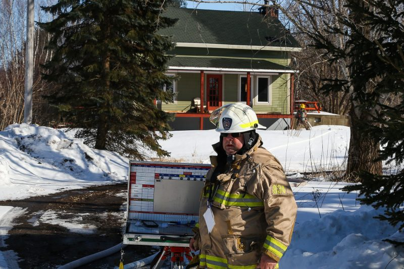 Plus d'une vingtaine de pompiers ont été dépêchés sur les lieux. | Photo: TC Média - Pascal Cournoyer