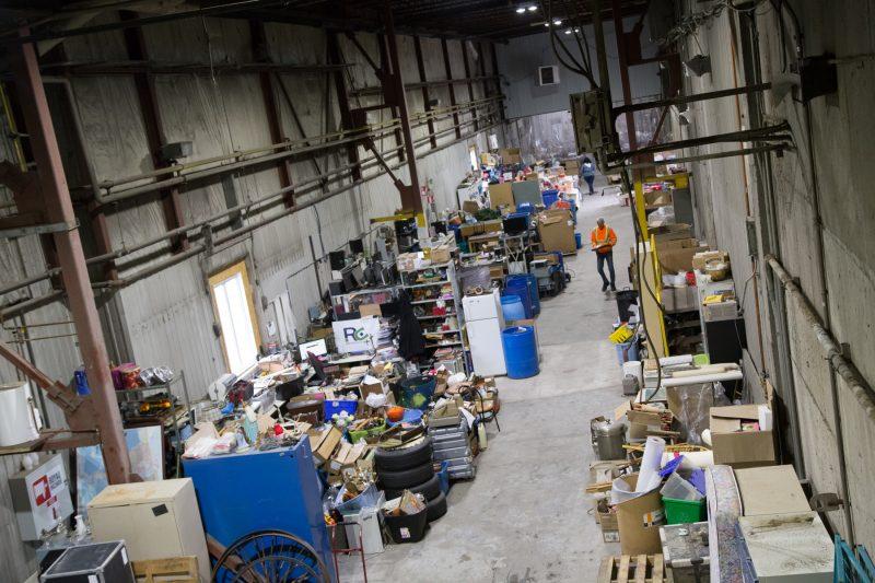 En novembre dernier, l'usine avait déjà accumulé des matières à déchiqueter. Mais leur quantité était insuffisante et les débouchés pour les revendre peu nombreux. | Photo: TC Média - Pascal Cournoyer