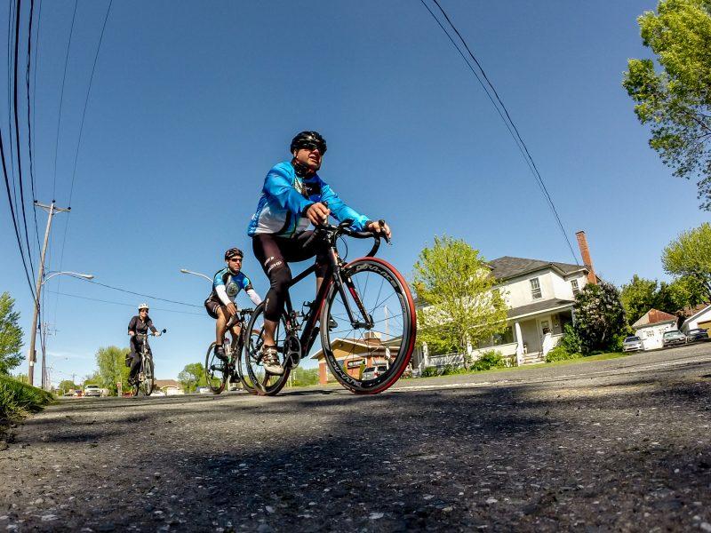 La cohabitation entre cyclistes et automobilistes est possible s'ils respectent les règles, a pu constater le Journal lors d'une enquête réalisée dans les rues de Sorel-Tracy. | Photo: TC Média - Pascal Cournoyer