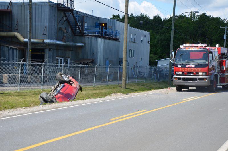 Une violente collision a eu lieu devant la Fonderie Laperle à Saint-Ours ce matin vers 10h15. | TC Média - Sarah-Eve Charland